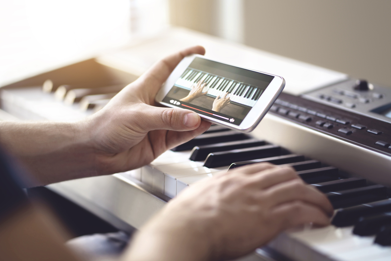 Why Learn Music Online? Here are the Big Three Benefits